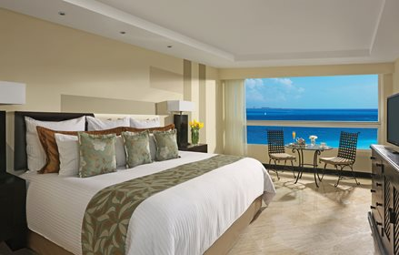 Deluxe Room Partial Ocean View with Balcony King